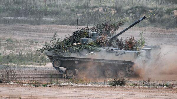 Боевая машина десанта БМД-4 во время учений Запад -2021 - Sputnik Беларусь
