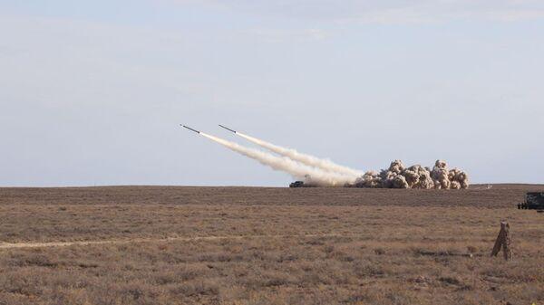 Белорусские ракетчики выполнили боевые пуски из РСЗО Смерч и Полонез и тактического ракетного комплекса Точка - Sputnik Беларусь