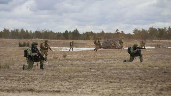 Военные России и Беларуси массово десантировались на Брестском полигоне   - Sputnik Беларусь