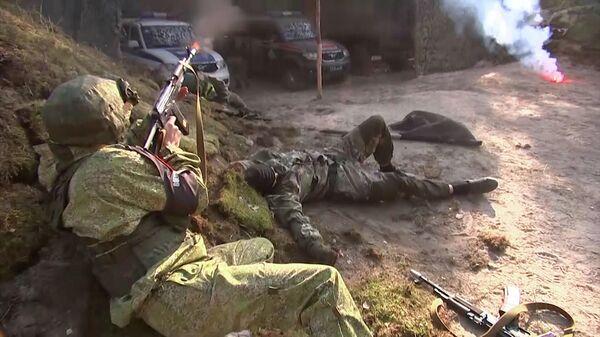 Нападение на лагерь военнослужащих на учениях Запад-2021 – видео  - Sputnik Беларусь