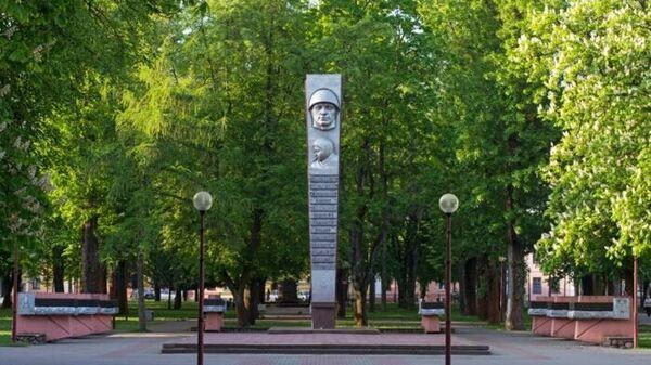 Катание на скейтах по памятнику ВОВ: надо ли охранять святыни от детей? - Sputnik Беларусь