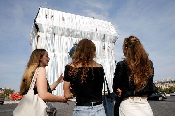 """Проект """"Триумфальная арка в обертке"""" будет открыт для просмотра с 18 сентября по 3 октября. - Sputnik Беларусь"""