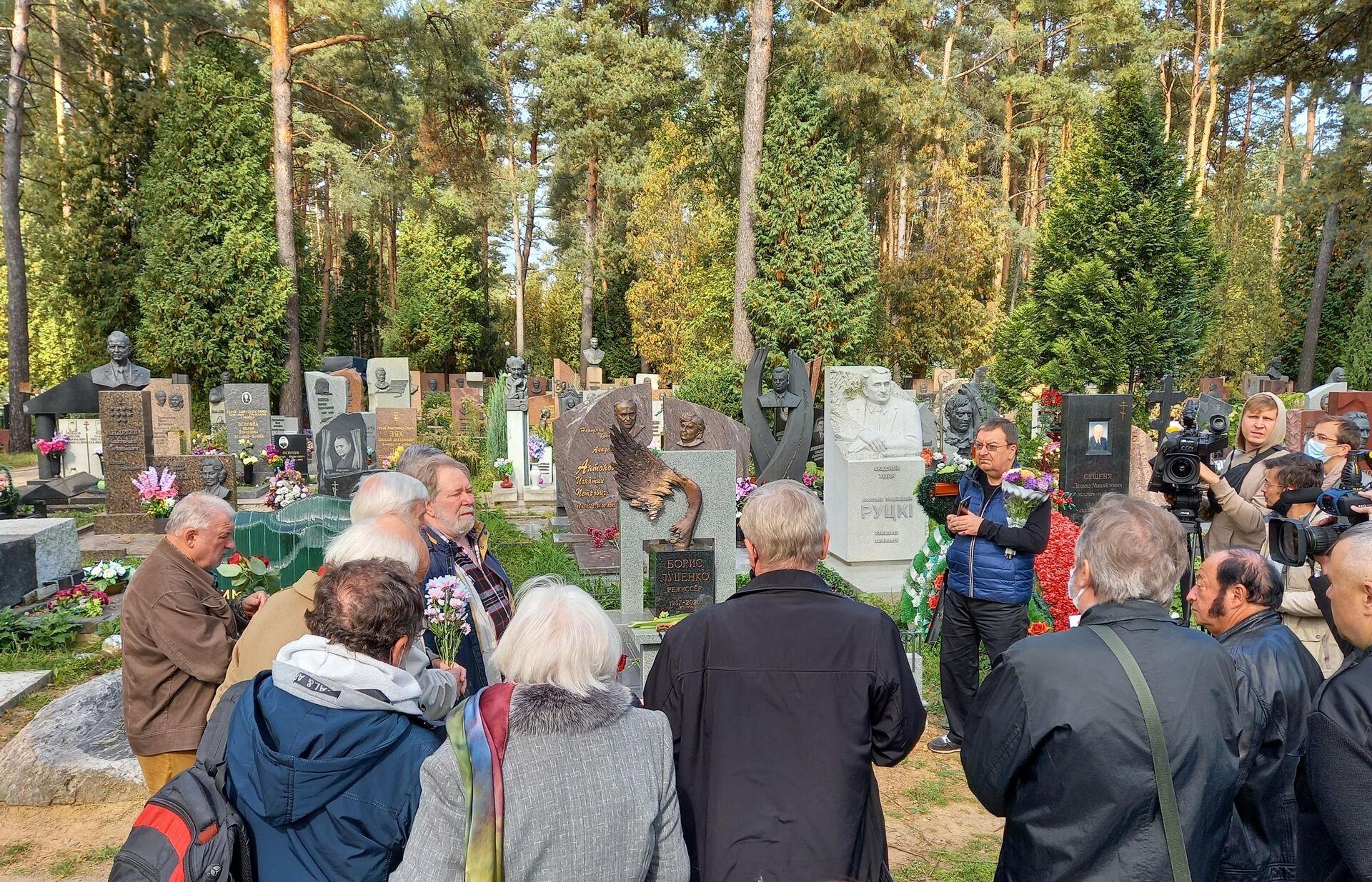 На открытии памятника Борису Луценко на его могиле - Sputnik Беларусь, 1920, 16.09.2021