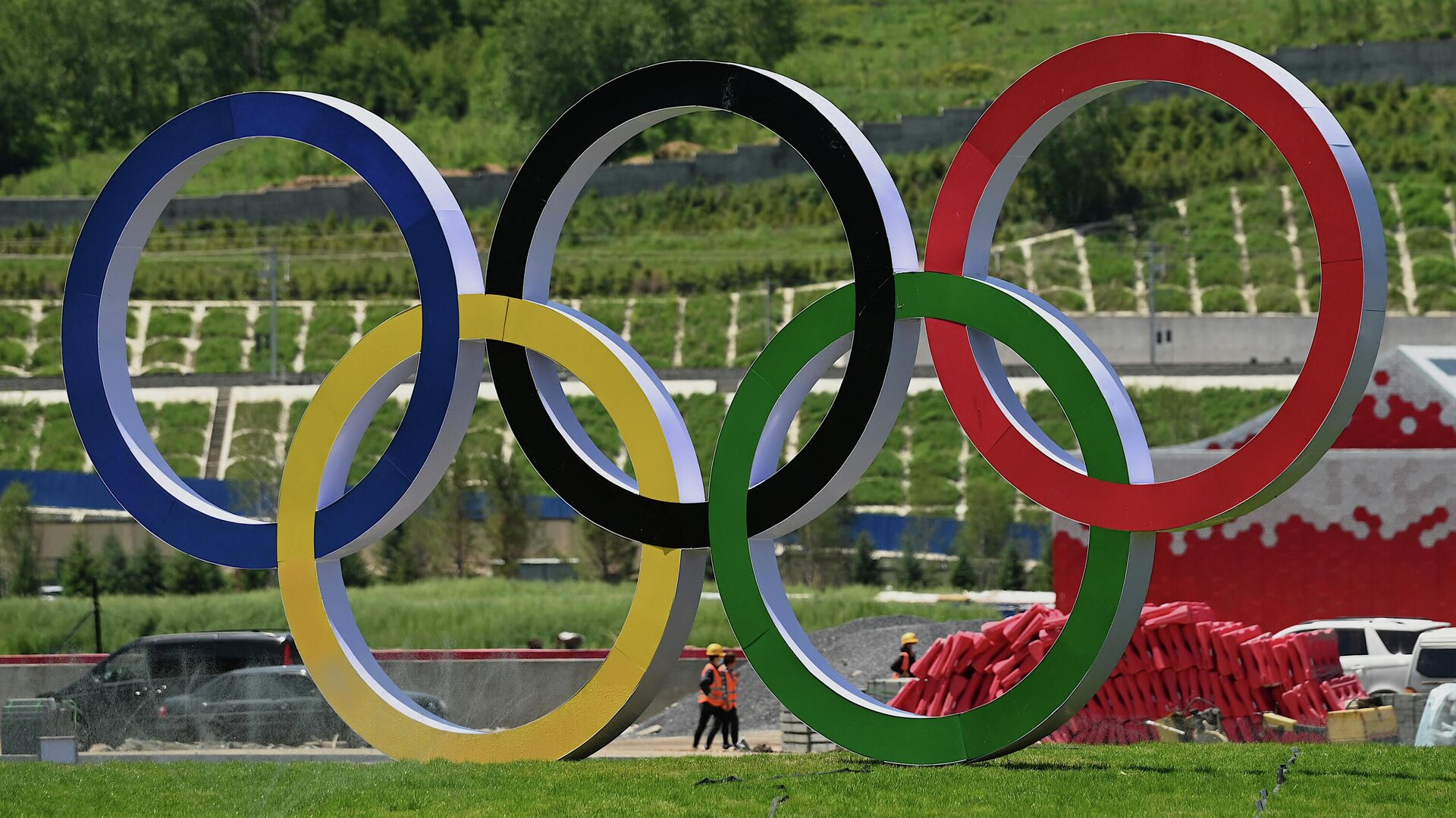 Олимпийские кольца, установленные в Пекине - Sputnik Беларусь, 1920, 16.09.2021