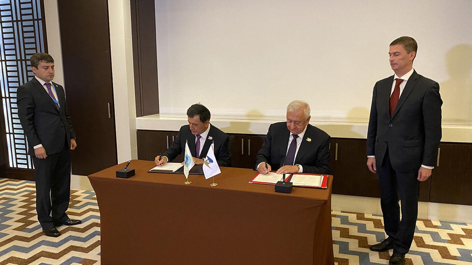 Подписание меморандума о сотрудничестве между ЕАЭС и ШОС - Sputnik Беларусь, 1920, 17.09.2021