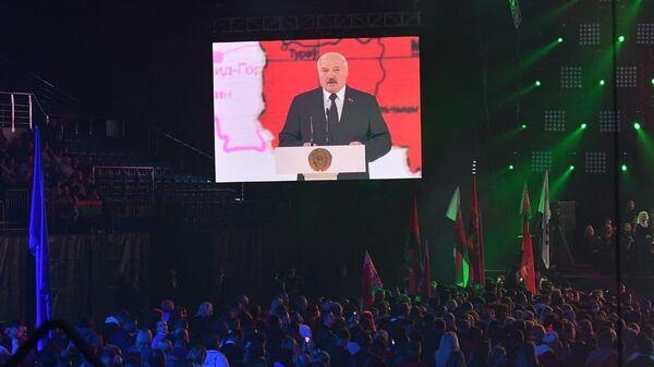 Лукашенко выступает на празднике в День народного единства - Sputnik Беларусь
