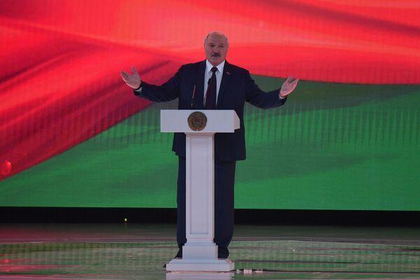 Александр Лукашенко в своем выступлении на форуме попросил белорусов не забывать о своей истории - Sputnik Беларусь