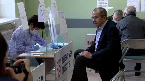 Сергей Лавров проголосовал на выборах в Госдуму  - Sputnik Беларусь