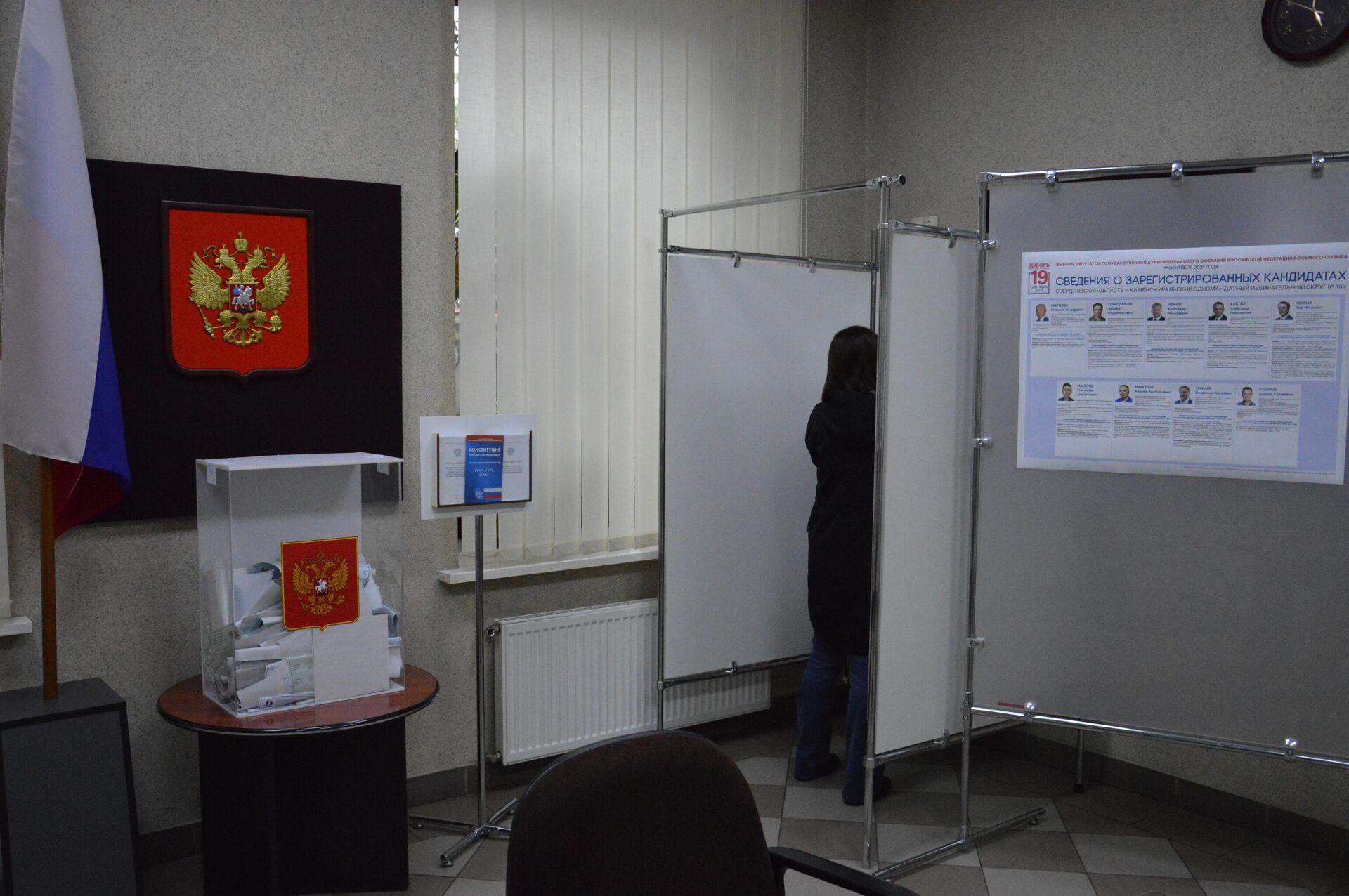Кабинки для голосования на участке - без шторок - Sputnik Беларусь, 1920, 19.09.2021