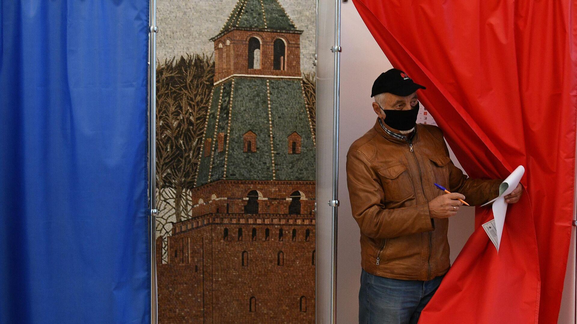 Голосование проходит в российском посольстве в Минске - Sputnik Беларусь, 1920, 19.09.2021