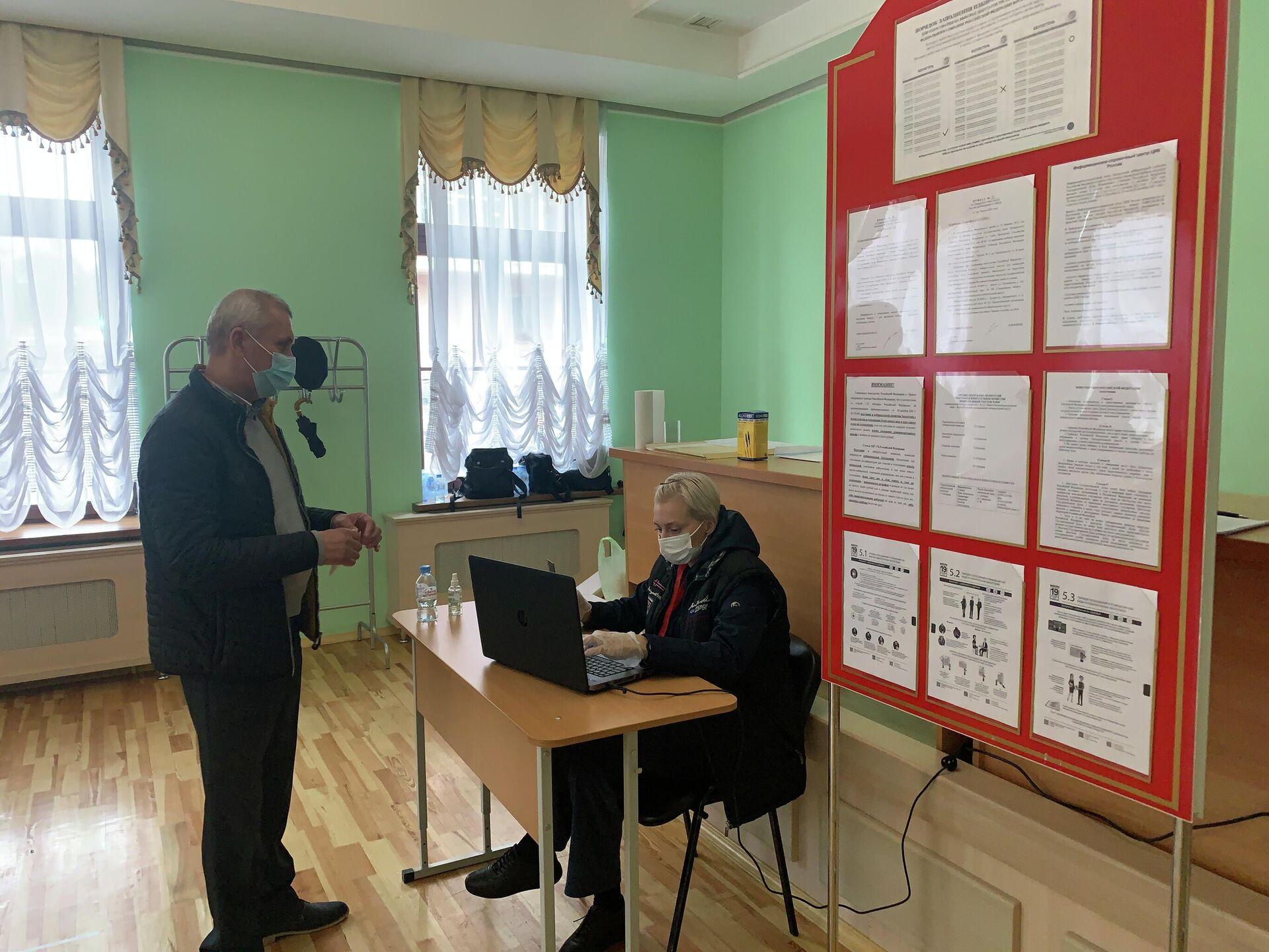 Каждого избиратели проверяли в системе Стоп-дубль, чтобы исключить возможность двойного голосования - Sputnik Беларусь, 1920, 19.09.2021