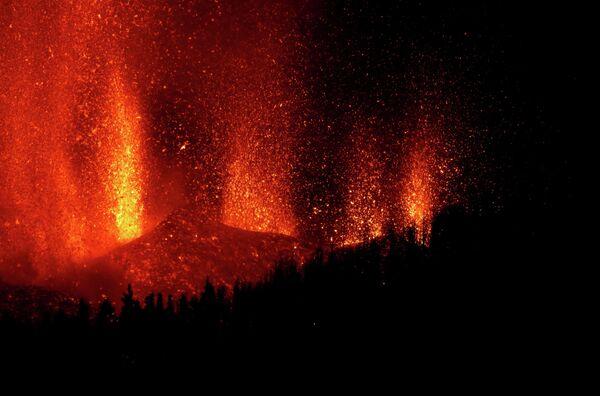 Извержения продолжались всю ночь. - Sputnik Беларусь