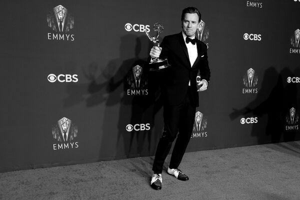 """А вот Юэн Макгрегор — победитель в этом году. Netflix порадовал всех ценителей моды сериалом """"Холстон"""", рассказывающий о красивой и одновременно трагичной жизни американского дизайнера Роя Холстона. - Sputnik Беларусь"""