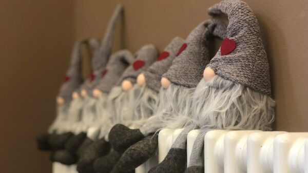 Куклы на батарее, архивное фото - Sputnik Беларусь