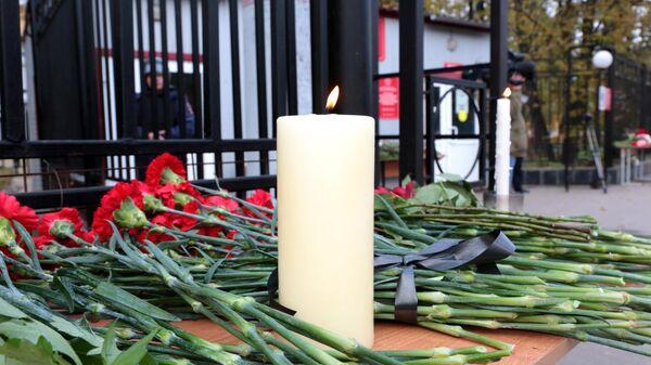 Траур по погибшим в результате стрельбы в Пермском университете - Sputnik Беларусь