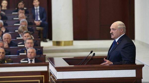 Усилить парламент, не ломать вертикаль: Гайдукевич о реформе Конституции - Sputnik Беларусь