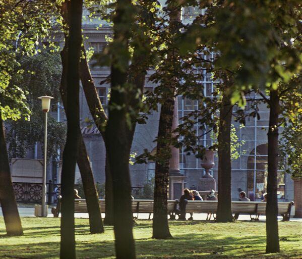 У гарадскім скверы Мінска, верасень 1979-га. - Sputnik Беларусь