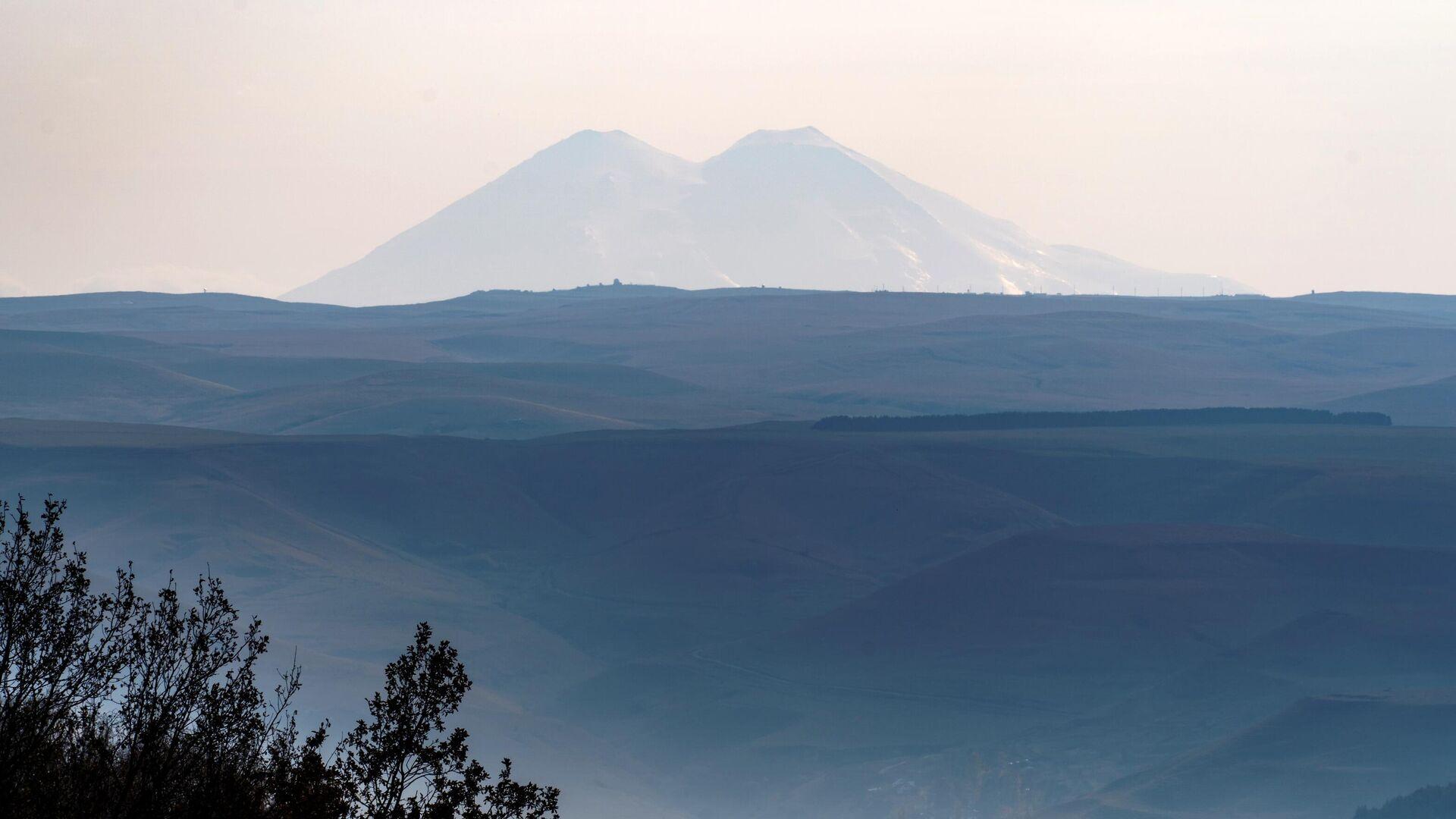 Вид на гору Эльбрус  - Sputnik Беларусь, 1920, 25.09.2021