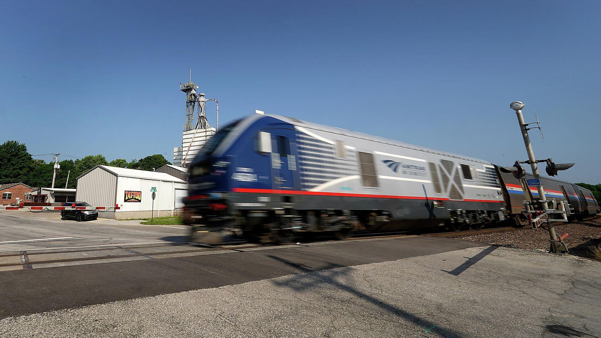 Пассажирский поезд сошел с рельсов в США, пострадали более 50 человек - Sputnik Беларусь, 1920, 26.09.2021