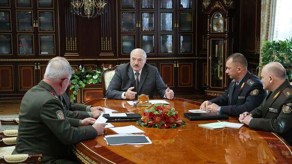 Аляксандр Лукашэнка прыняў кіраўніцтва сілавога блока з дакладам аб становішчы на дзяржмяжы - Sputnik Беларусь