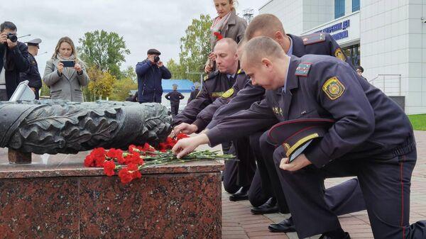 В Витебске возложили цветы в память о погибшем сотруднике КГБ - Sputnik Беларусь