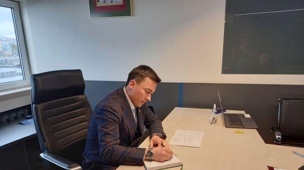 Сенатор Дмитрий Басков на приеме граждан - Sputnik Беларусь