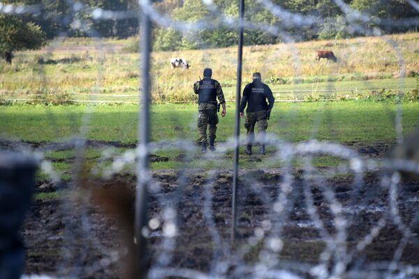Польские пограничники на белорусско-польской границе - Sputnik Беларусь