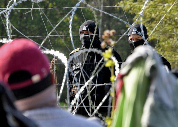 А вот польская сторона к лагерю беженцев не пропускает ни правозащитников, ни представителей прессы. - Sputnik Беларусь