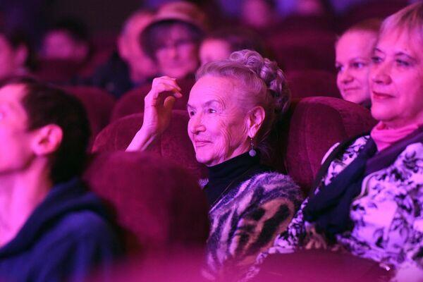 Современные пенсионеры начитанные, любят театр и кино, ищут общения с интеллектуальным окружением. - Sputnik Беларусь