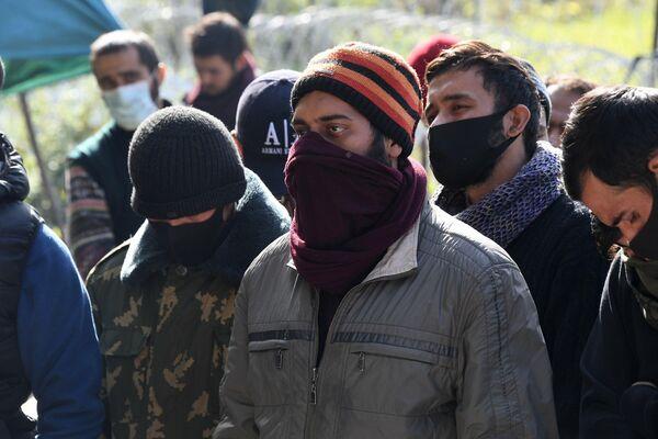 """""""Мы больше не можем терпеть. Мы хотим, чтобы нам помогли, чтобы нас вытащили"""", - говорят беженцы. - Sputnik Беларусь"""