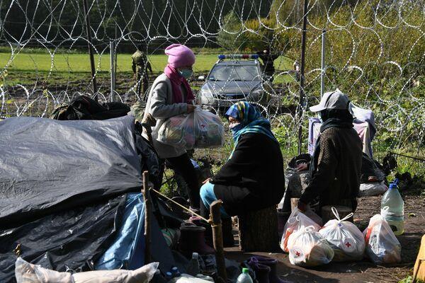 Мигранты благодарны белорусским пограничникам и общественным организациям: без их помощи они бы не выжили. - Sputnik Беларусь