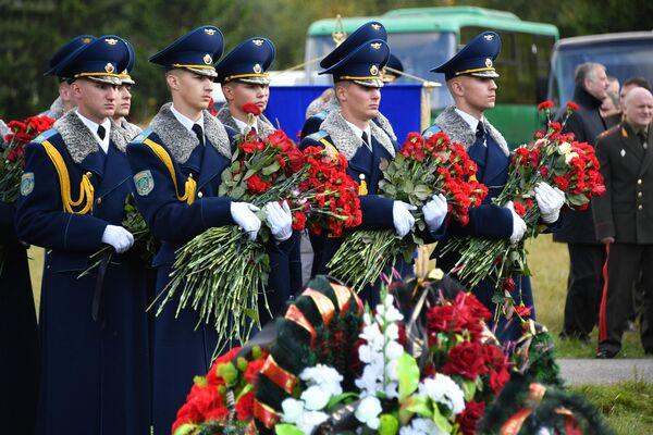 Рота почетного караула отдала последние почести Дмитрию Федосюку - Sputnik Беларусь