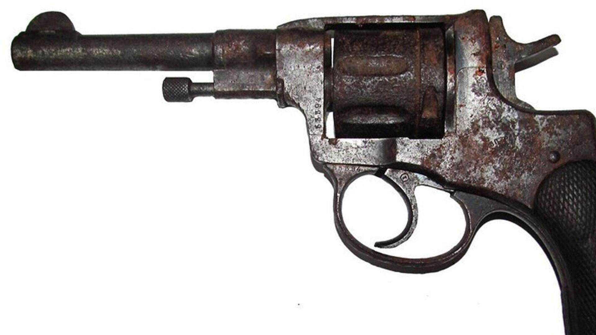 Найденный на чердаке пистолет - Sputnik Беларусь, 1920, 04.10.2021