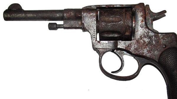 Найденный на чердаке пистолет - Sputnik Беларусь
