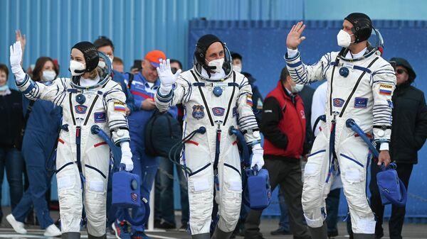 Подготовка к старту ТПК Союз МС-19 со съемочной группой фильма Вызов - Sputnik Беларусь