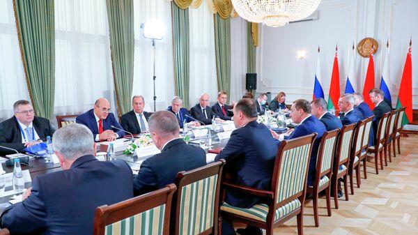 Чем интеграция в Союзном государстве отличается от ЕАЭС и Евросоюза - Sputnik Беларусь