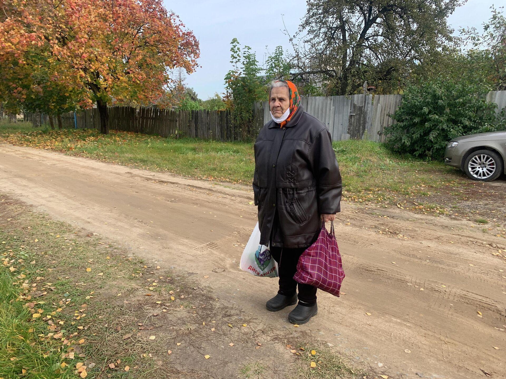 Зинаида Константиновна покупала рыбацкие сапоги, чтобы попасть в затопленный подвал - Sputnik Беларусь, 1920, 06.10.2021