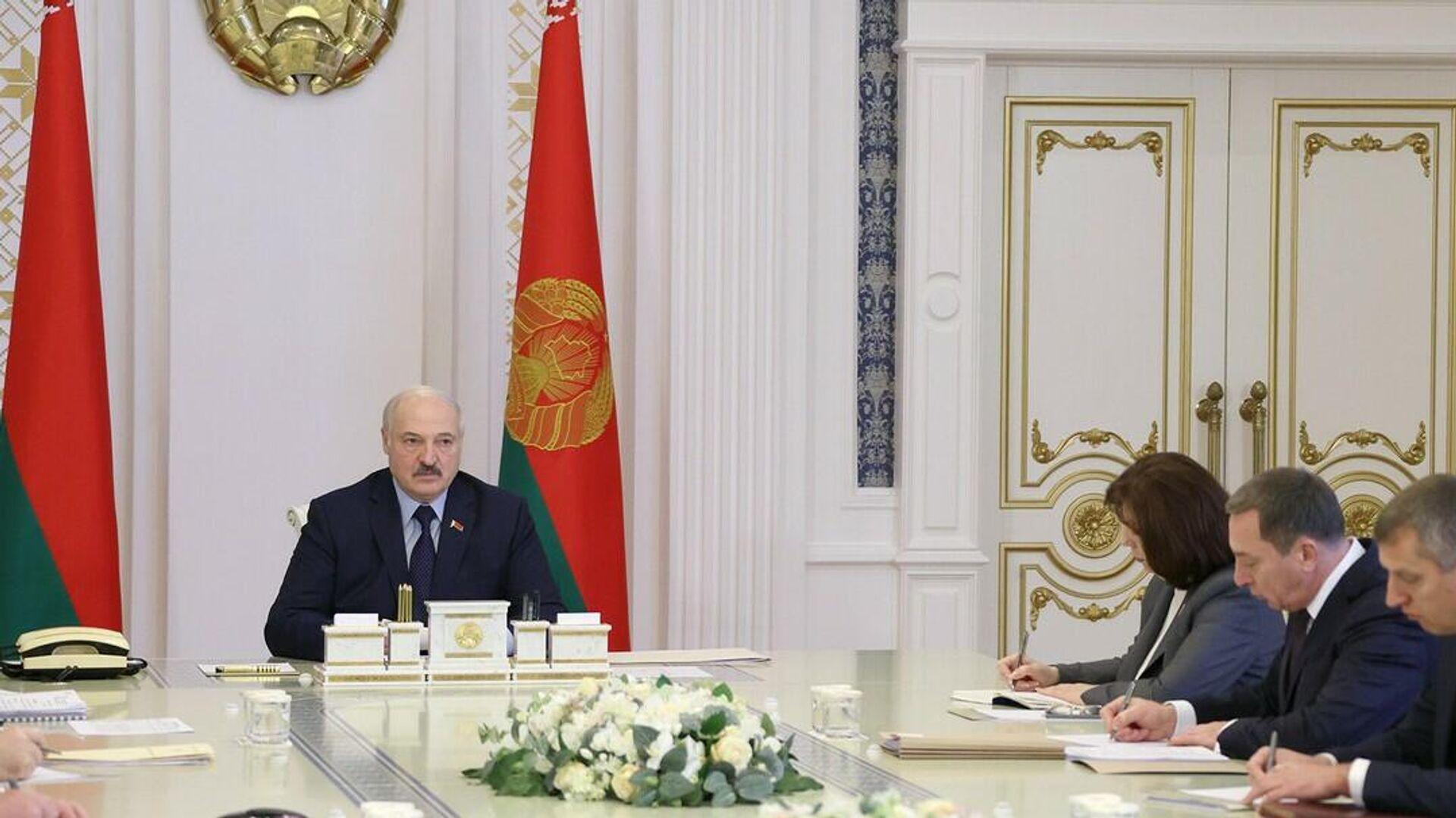 Александр Лукашенко на совещании о противодействии санкционным мерам - Sputnik Беларусь, 1920, 07.10.2021