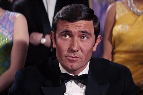 """В шестой серии бондианы— """"На секретной службе Её Величества"""" в роли агента 007 снялся актер Джордж Лэзенби. Фильм получился провальным, в основном критиковали самого Лэзенби, поклонники требовали вернуть Коннери. В 1971 году, в фильме """"Бриллианты навсегда"""", Коннери вернулся. - Sputnik Беларусь"""