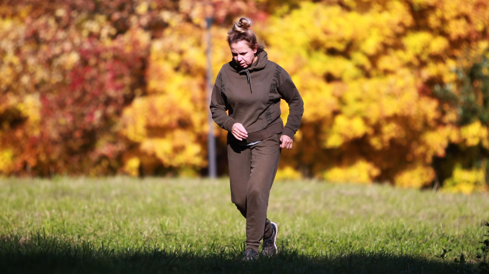 Женщина занимается бегом - Sputnik Беларусь, 1920, 09.10.2021