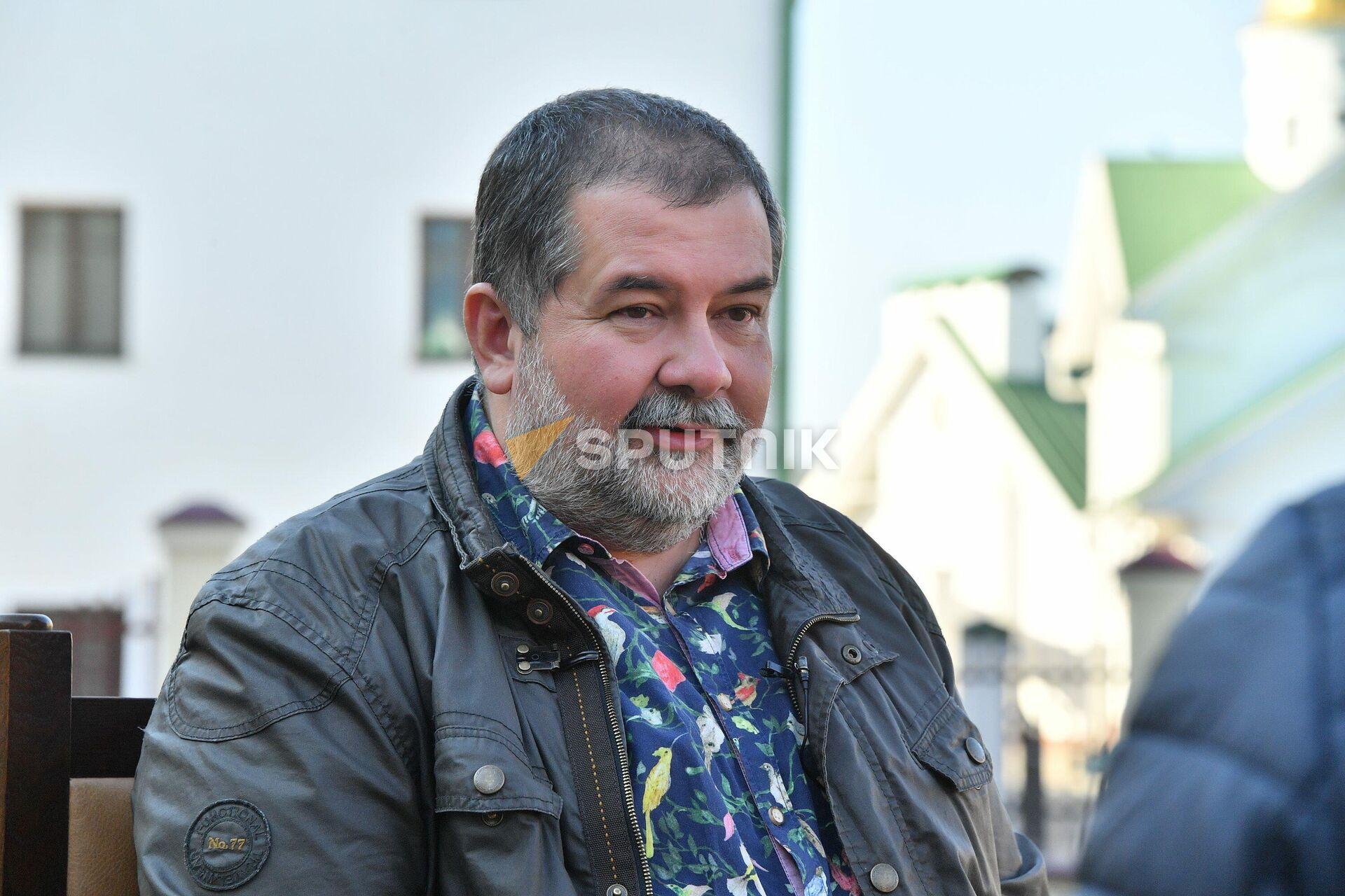 В Минск писатель приехал, чтобы послушать, как его сын играет на флейте - Sputnik Беларусь, 1920, 09.10.2021