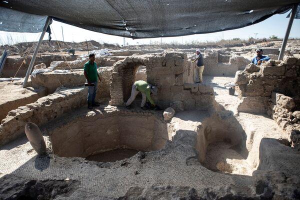 Эксперты говорят, что это место в Явне является крупнейшим известным винодельческим комплексом византийского периода. Площадь винодельни - 75 000 квадратных футов (около 7 тысяч квадратных метров). - Sputnik Беларусь