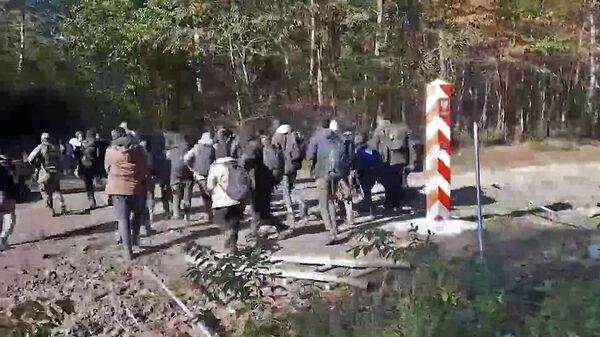 Польша – диктатор: противостояние беженцев и польских пограничников - Sputnik Беларусь
