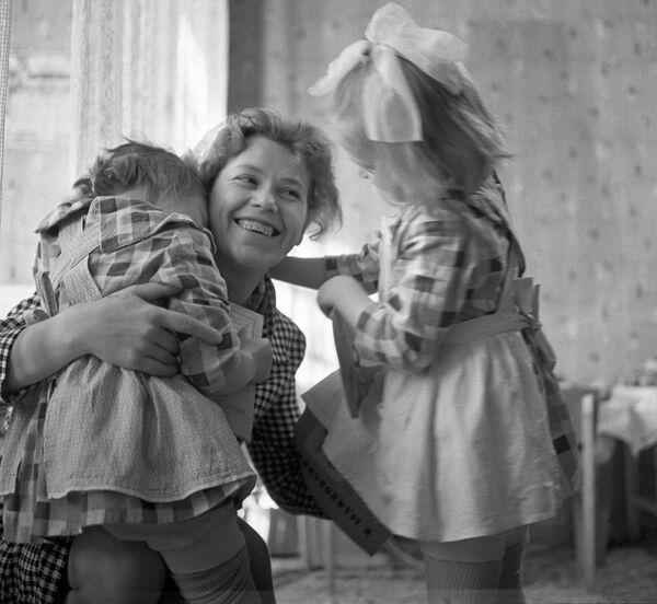 """""""З мамай"""". Масква, 1964 год. - Sputnik Беларусь"""