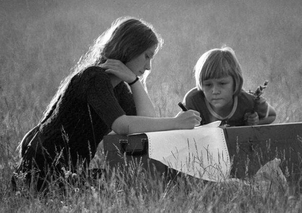 Маладая мама з сынам на адпачынку. Уфа, 1976-ы. - Sputnik Беларусь
