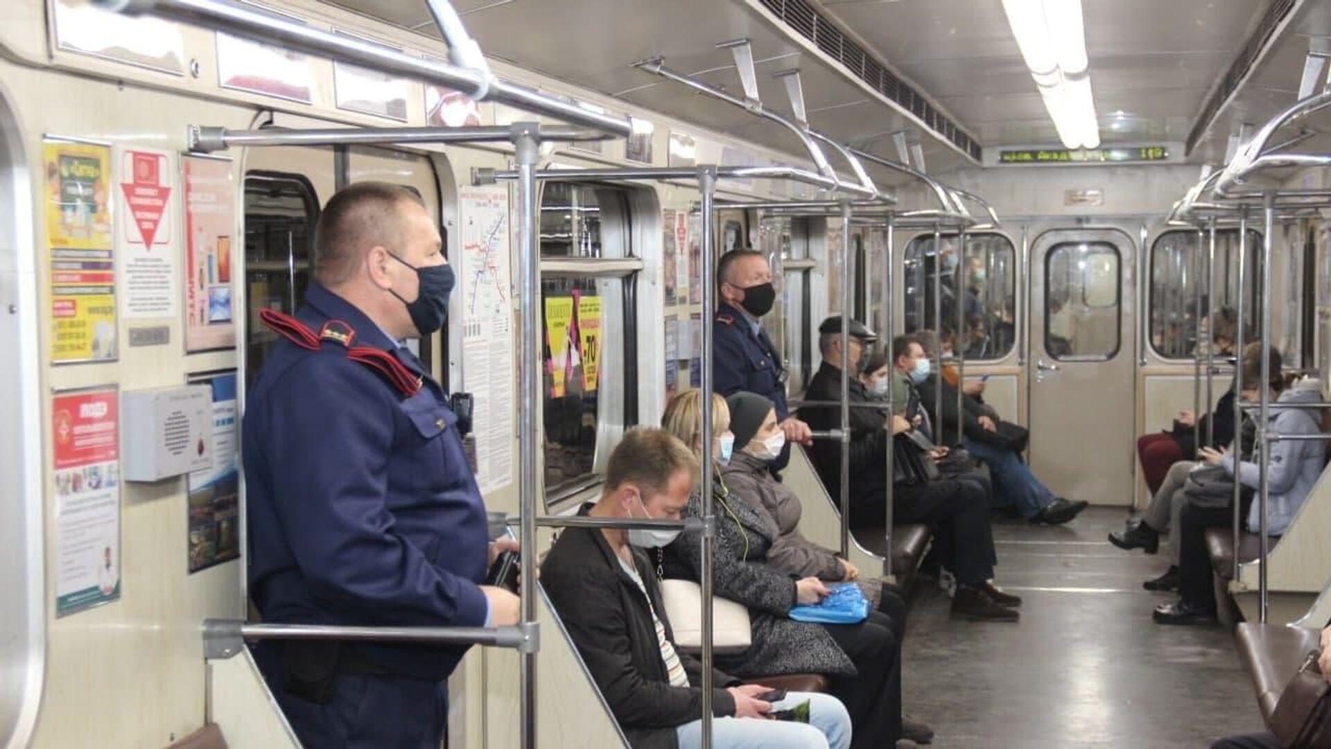 Метрополитен начал проводить рейды: следят за соблюдение масочного режима  - Sputnik Беларусь, 1920, 13.10.2021