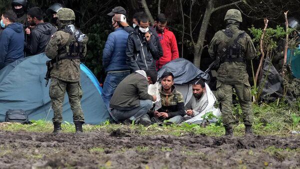 Это люди не бедные: чего мы не знаем о мигрантах, застрявших на границах с ЕС - Sputnik Беларусь