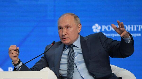 Прэзідэнт Расіі Уладзімір Пуцін прыняў удзел у пленарным пасяджэнні форуму Расійскі энергетычны тыдзень - Sputnik Беларусь