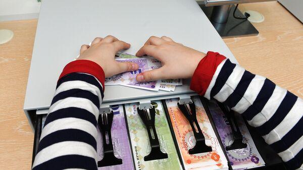 Как научить детей обращаться с деньгами (если у самого с этим проблемы)? - Sputnik Беларусь