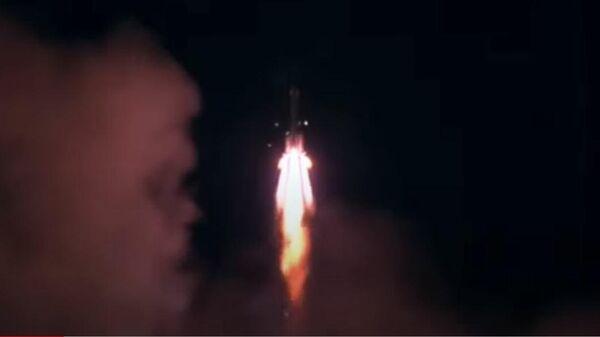 Китай успешно запустил в космос ракету с тремя космонавтами  - Sputnik Беларусь